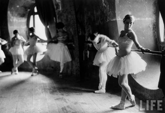 honey-kennedy-alfred-eisenstaedt-grand-opera-paris-swan-lake-04