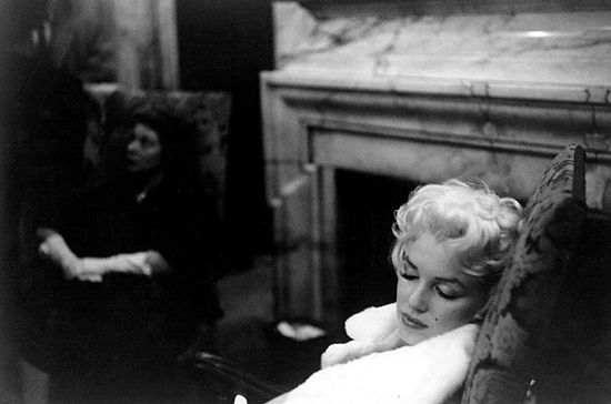 honey-kennedy-marilyn-monroe-sleeping
