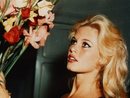 honey-kennedy-brigitte-bardot-with-flowers