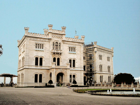 honey-kennedy-castello-di-miramare-trieste-italy-01