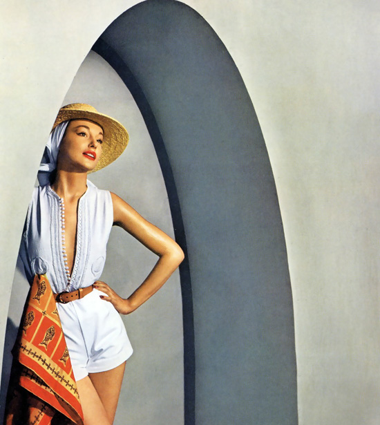honey-kennedy-harpers-bazaar-june-1950-tunisia-by-louise-dahl-wolfe-01