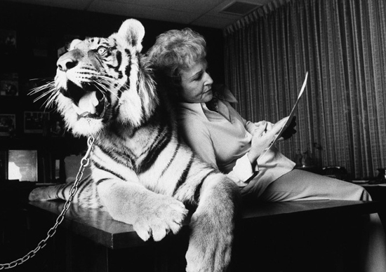 honey-kennedy-betty-white-with-a-tiger