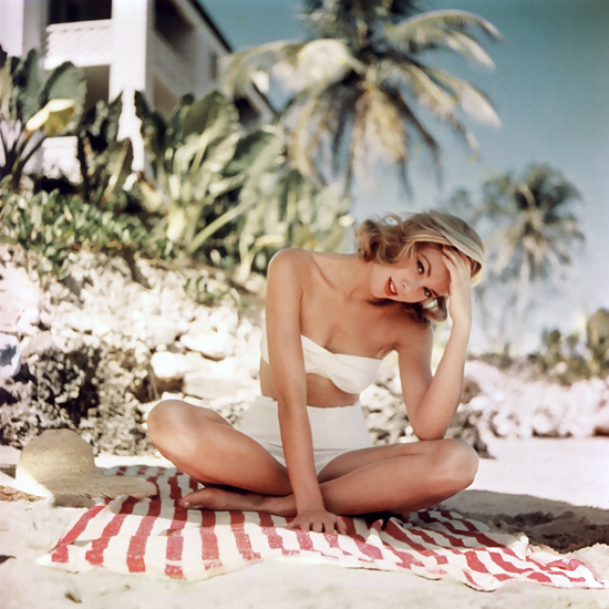 honey-kennedy-grace-kelly-photographed-by-howell-conant-in-montego-bay-jamaica-1955-04