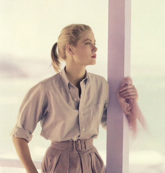 honey-kennedy-grace-kelly-photographed-by-howell-conant-in-montego-bay-jamaica-1955-09