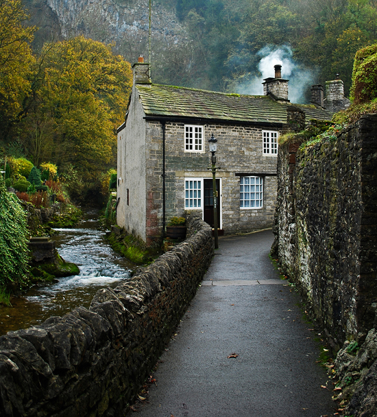honey-kennedy-creek-cottage-castleton-england