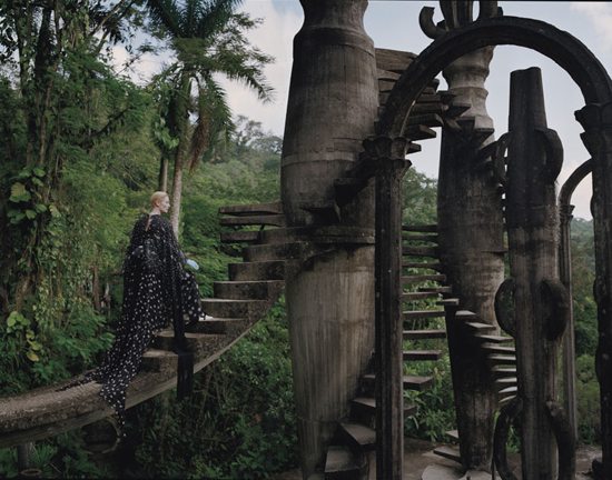 honey-kennedy-tilda-swinton-tim-walker-las-pozas-01