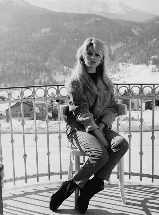 honey-kennedy-brigitte-bardot-snow