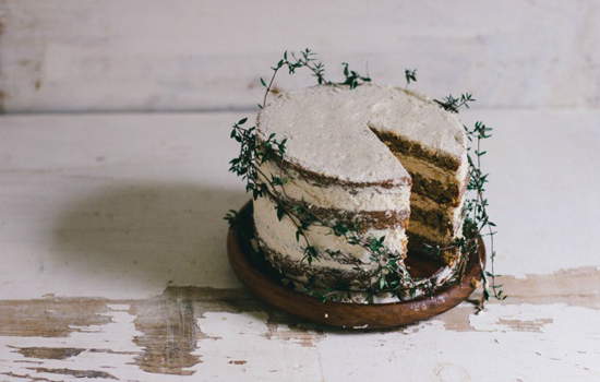 honey-kennedy-the-vanilla-bean-blog-spice-cake-with-cardamom-coffee-icing