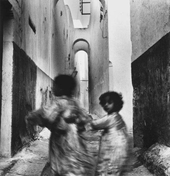 honey-kennedy-irving-penn-kids-running-in-morocco