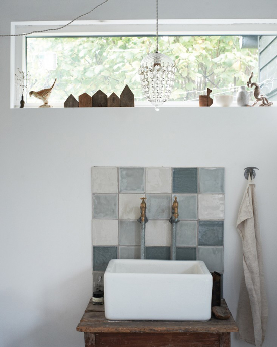 honey-kennedy-inspired-home-ditte-isager-tiled-sink