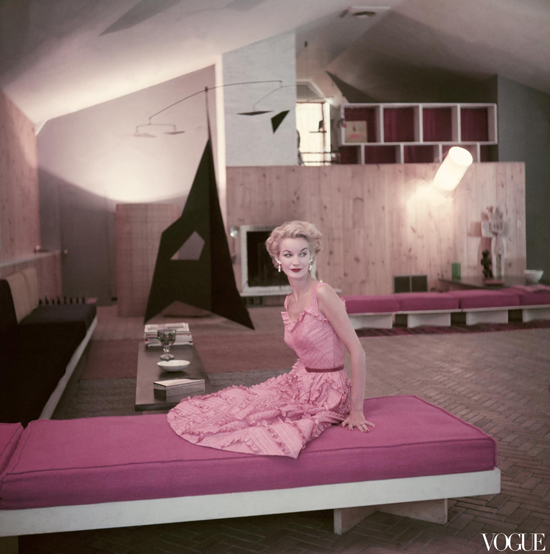 honey-kennedy-john-rawlings-sunny-harnett-in-the-apartment-of-architect-jose-luis-sert-vogue-november-15-1952