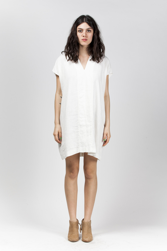 honey-kennedy-kick-pleat-horses-vneck-smoking-tunic-white-11