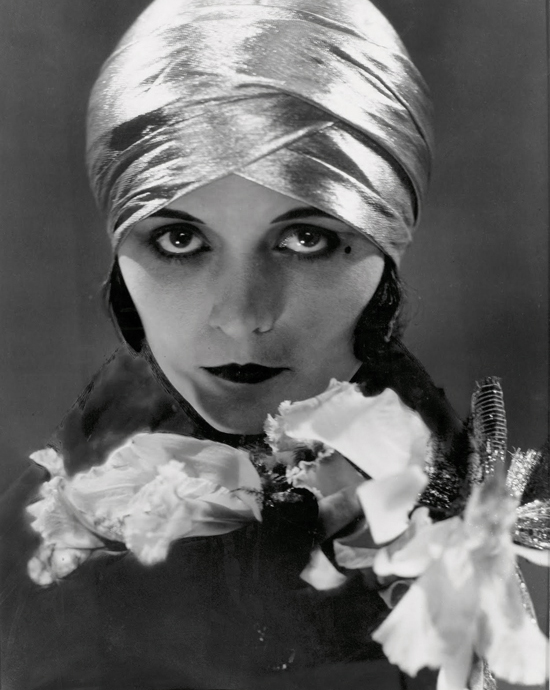 honey-kennedy-pola-negri-by-edward-steichen-vanity-fair-june-1925-03