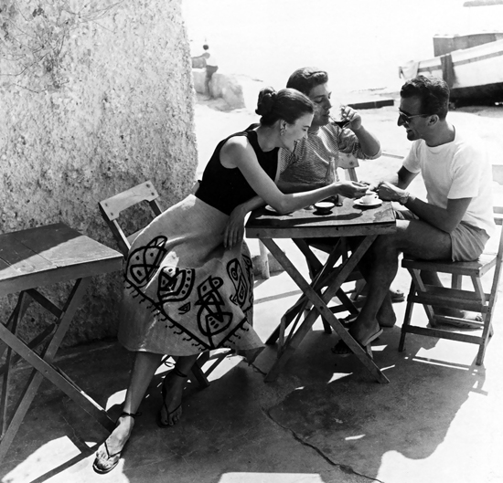 honey-kennedy-regina-relang-joan-olsen-and-with-friend-on-the-island-of-ischia-1953