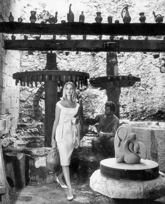 honey-kennedy-tania-mallet-in-monbijou-dress-photo-by-vernier-in-tourettes-sur-loup-south-of-france-vogue-july-1960