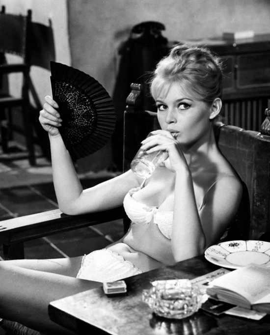 honey-kennedy-brigitte-bardot-bikini-and-fan