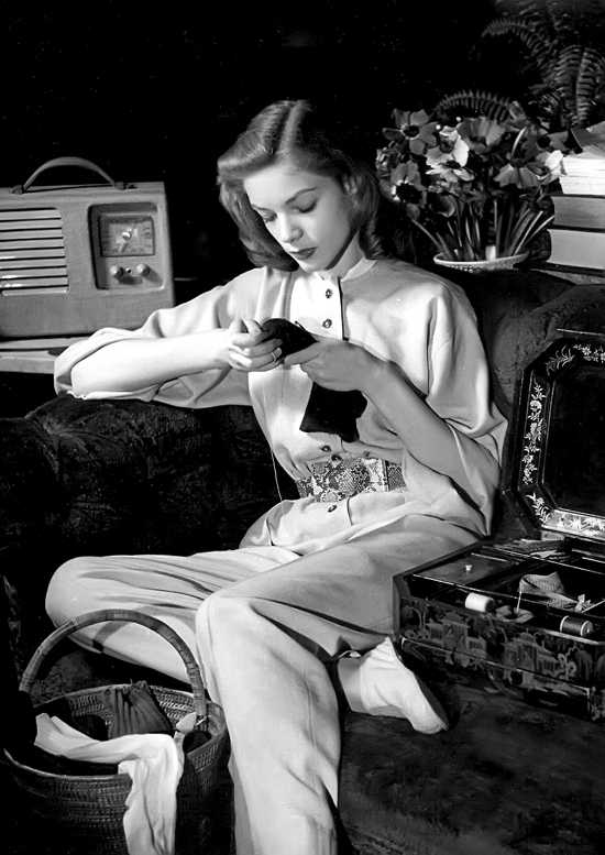 honey-kennedy-lauren-bacall-sewing-louise-dahl-wolfe-01