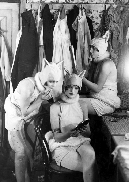 honey-kennedy-chorus-girls-mouse-costumes-1926