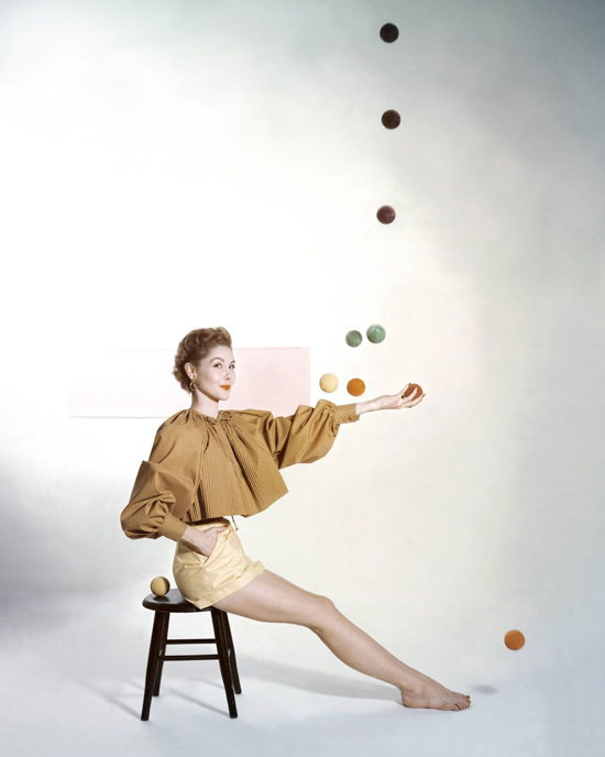honey-kennedy-carolyn-schnurer-comet-yellow-collection-by-john-rawlings-vogue-january-1953